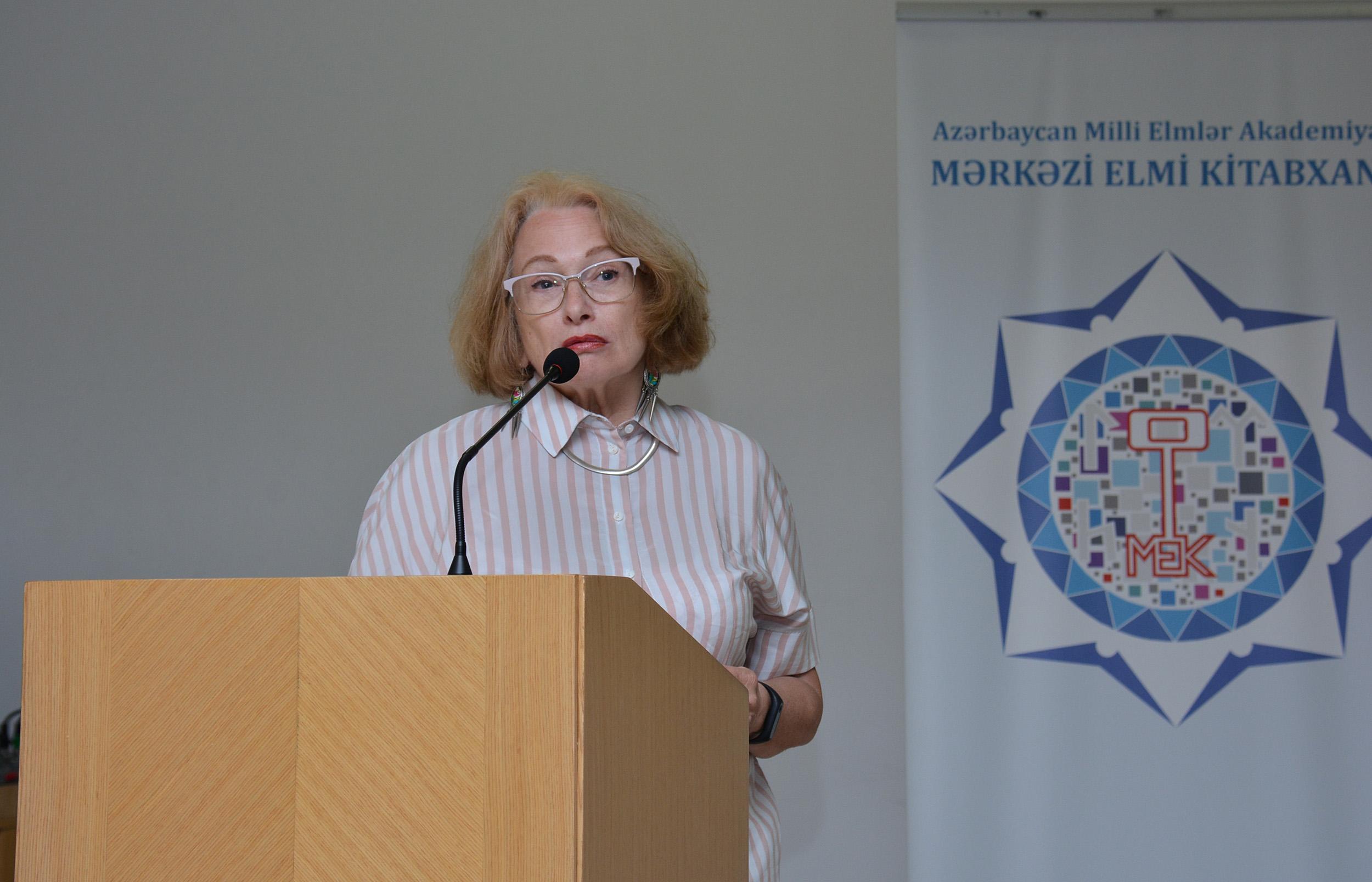 """""""Poisk"""" qəzetinin baş redaktor müavini Yelizaveta Ponarina ilə görüş keçirilib"""